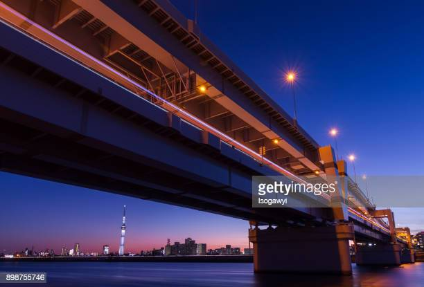 bridge over arakawa river and tokyo skytree at twilight - isogawyi stock pictures, royalty-free photos & images