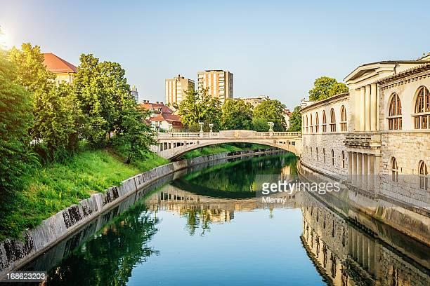 brücke über den fluss ljubljanica slowenien - mlenny stock-fotos und bilder