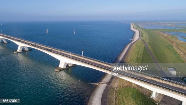 Oosterschelde、イースター スケルト川橋します。