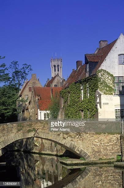 bridge over river, bruges, belgium - 西フランダース ストックフォトと画像