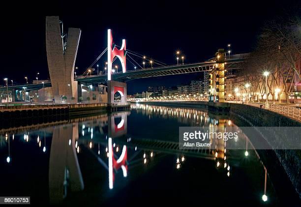 bridge over river - ビスカヤ県 ストックフォトと画像