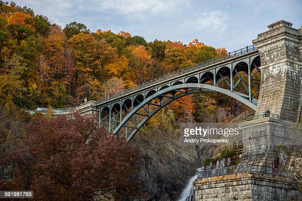 bridge over the new croton dam - westchester county stock pictures, royalty-free photos & images