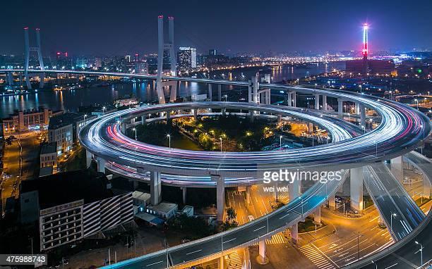 shanghai night bridge - 高架道路 ストックフォトと画像
