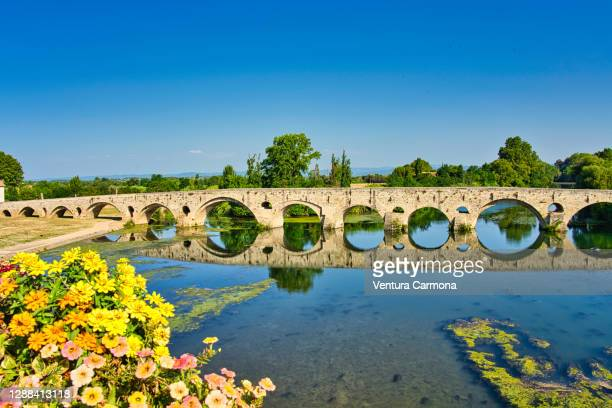 bridge pont vieux in béziers, france - hérault stock pictures, royalty-free photos & images