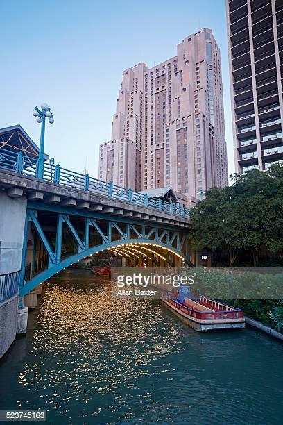 bridge spanning the san antonio river walk at dusk - san antonio river walk stock pictures, royalty-free photos & images