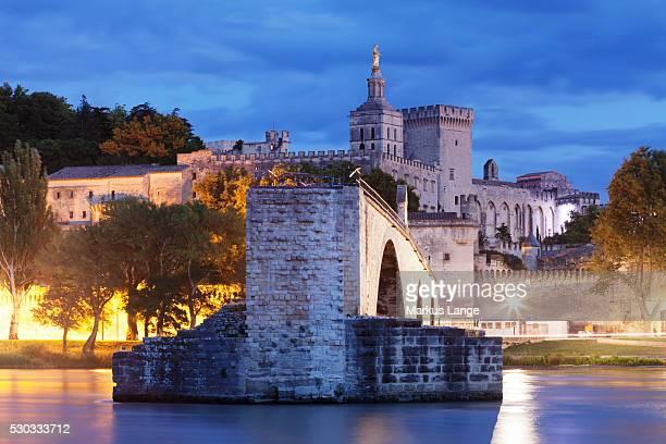 Bridge St. Benezet over Rhone River with Notre Dame des Doms Cathedral and Papal Palace, UNESCO World Heritage Site, Avignon, Vaucluse, Provence, Provence-Alpes-Cote d'Azur, France, Europe