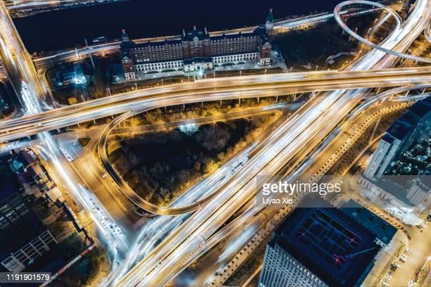bridge traffic at night - liyao xie fotografías e imágenes de stock