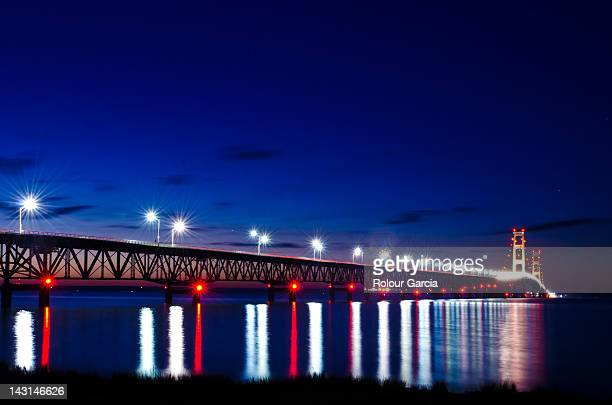 bridge with lights at night - rolour garcia stock pictures, royalty-free photos & images