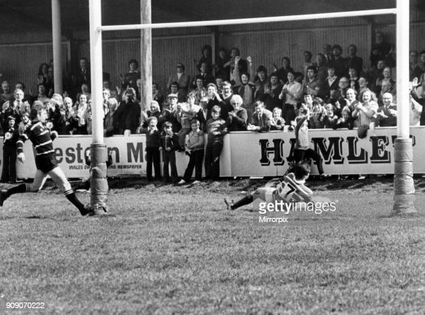 Bridgend 1812 Pontypridd Welsh Rugby Union Challenge Cup Final Cardiff Arms Park Wales Saturday 28th April 1979 Gareth Williams scores first try for...