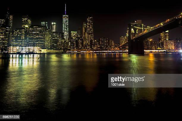 Bridge und Manhattan bei Nacht, New York City, USA.