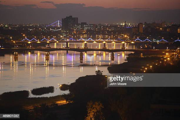 Bridges span the Tigris River into the highsecurity Green Zone on April 13 2015 in Baghdad Iraq Baghdad has again come to life at night following the...