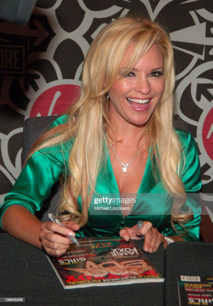 "Hugh Hefner Signs November 2005 Issue of ""Playboy"" at Virgin Megastore -"
