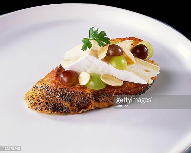 brie open sandwich with grapes & olives - brie stockfoto's en -beelden