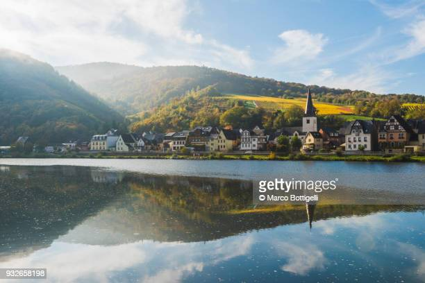 briedern, moselle river, germany. - duitsland stockfoto's en -beelden