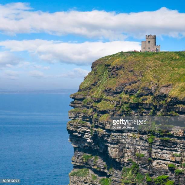O'Briens Tower an den Klippen von Moher im County Clare, Irland