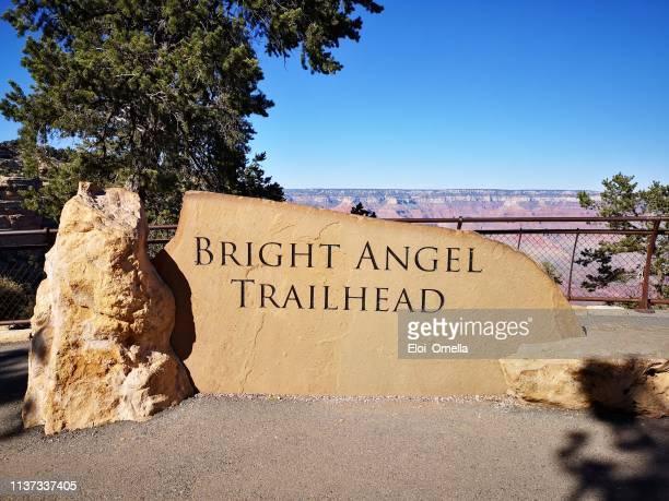 brillante cartel de angel trail en el parque nacional del gran cañón - gran cañon fotografías e imágenes de stock