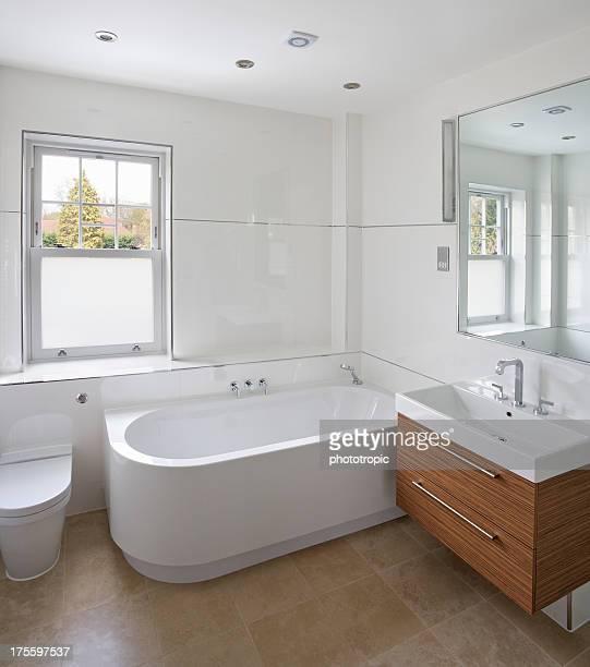 Helles Badezimmer