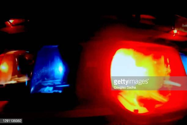bright flashing police lights - emergency siren stock pictures, royalty-free photos & images