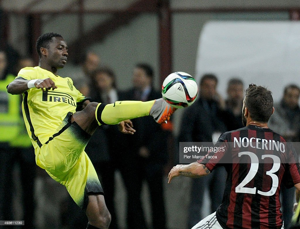 Bright Gyamfi of FC Internazionale competes for the ball with Antonio Nocerino during the Berlusconi Trophy match between AC Milan and FC Internazionale at Stadio Giuseppe Meazza on October 21, 2015 in Milan, Italy.