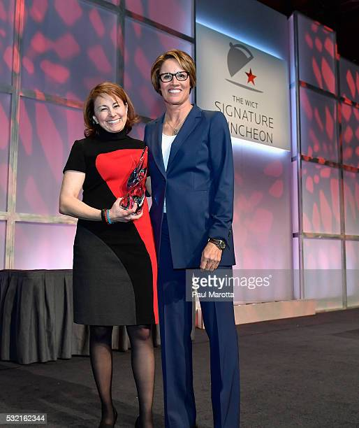 Bright House Networks President Nomi Bergman receives the PAR Best Companies for Women in Cable Award from NBC Olympic Correspondent and Tennis...