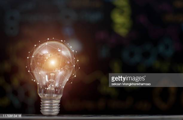 bright idea with light bulb - ideas photos et images de collection