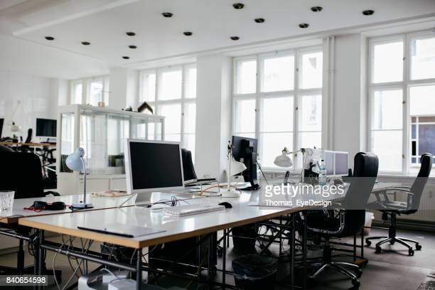 a bright, modern office space with computers - desaparecidos imagens e fotografias de stock