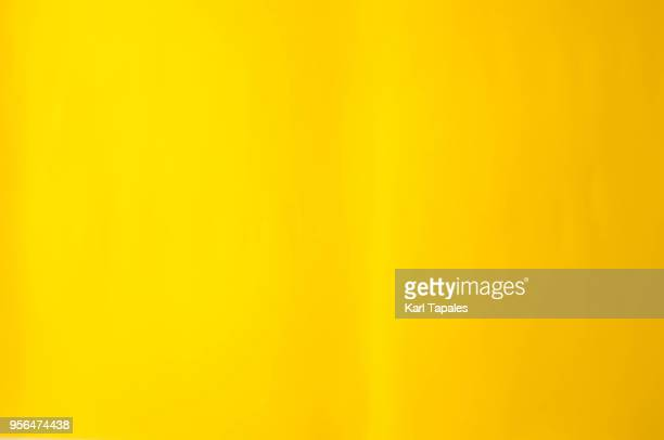 a bright yellow paper background - jaune photos et images de collection
