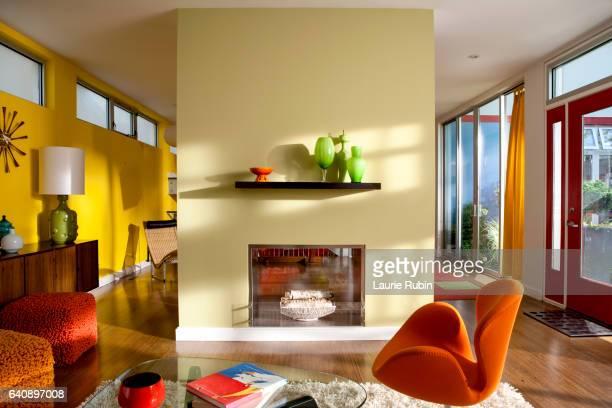 brightly colorful modern interior - cor vibrante - fotografias e filmes do acervo