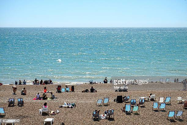 brighton beach with beatiful weather - brighton beach england stock pictures, royalty-free photos & images