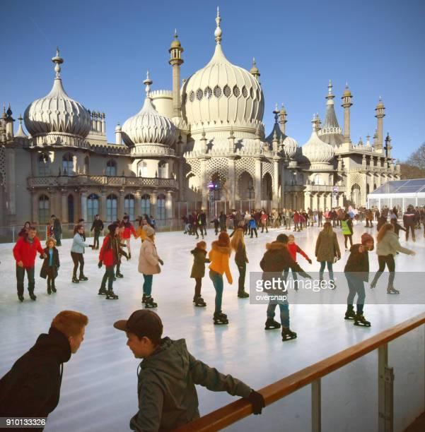 ブライトン クリスマス スケーター - 英国 ブライトン ストックフォトと画像