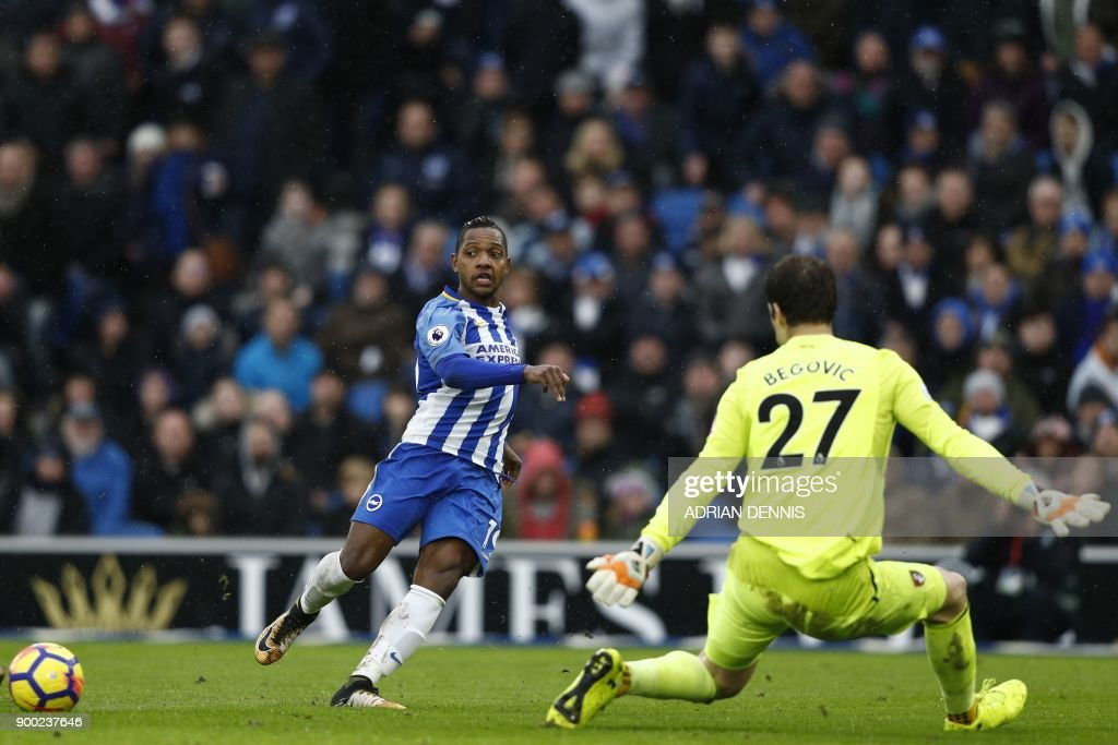 Brighton's Spanish midfielder Jose Izquierdo crosses the ball to Brighton's English striker Glenn Murray (not pictured) in the build up to Brighton's second goal during the English Premier League football match between Brighton and Hove Albion and Bournemouth at the American Express Community Stadium in Brighton, southern England on January 1, 2018. / AFP PHOTO / Adrian DENNIS / RESTRICTED TO EDITORIAL USE. No use with unauthorized audio, video, data, fixture lists, club/league logos or 'live' services. Online in-match use limited to 75 images, no video emulation. No use in betting, games or single club/league/player publications. /