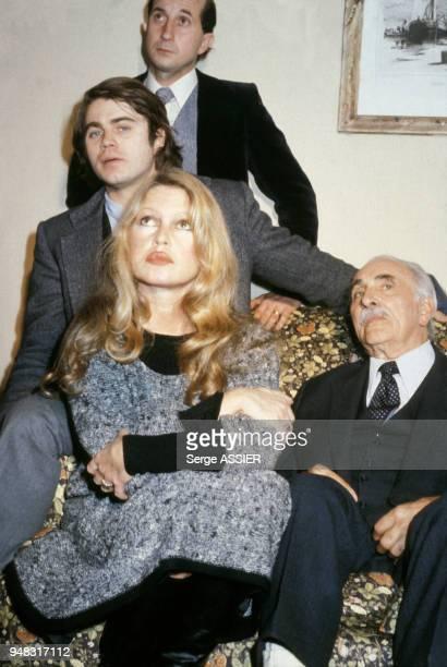 Brigitte Bardot accompagnée de l'avocat Gilbert Collard lors du procès de la vivisection qui oppose la SPA au professeur Henri Sarles le 4 décembre...