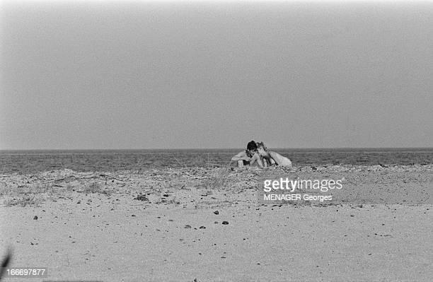 Brigitte Bardot And Jacques Charrier Engaged Jacques CHARRIER avec sa compagne Brigitte BARDOT sur une plage à l'abri des curieuxJuin 1959