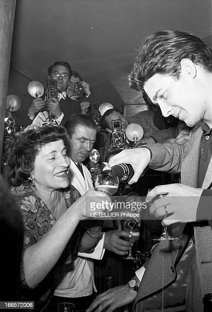 The Birth Of Their Son Nicolas Paris Janvier 1960 Jacques CHARRIER fête la naissance de son fils Nicolas Il reçoit journalistes et photographes au...