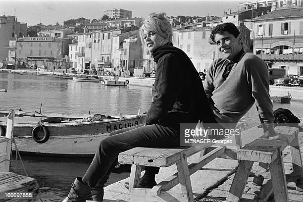 Brigitte Bardot And Sacha Distel In Cassis Brigitte BARDOT et son compagnon Sacha DISTEL visitent le port de Cassis Janvier 1959