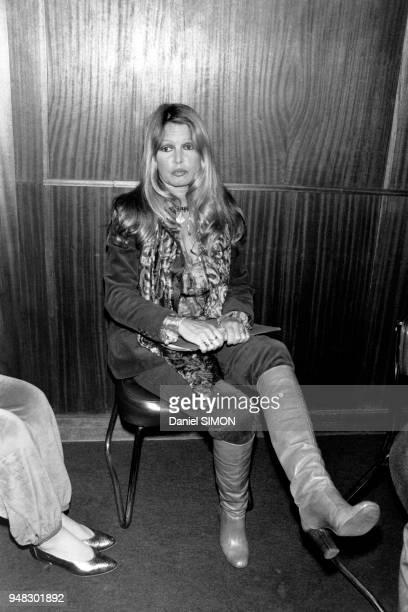 Brigitte Bardot attendant son passage dans l'émission 'Les Dossiers de l'écran' le 7 avril 1981 à Paris France
