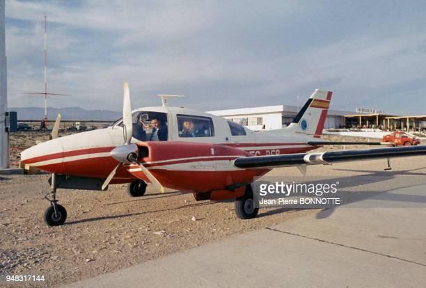 Brigitte Bardot dans un petit avion lors du tournage du film 'Shalako' en 1968 en Espagne