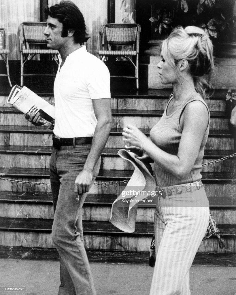 Brigitte Bardot En Promenade Avec Un Jeune Playboy Italien Luigi