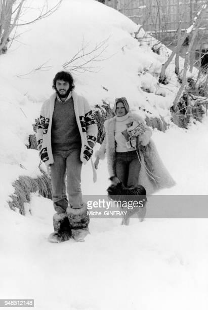 Brigitte Bardot en vacances avec son nouveau compagnon Laurent Vergez le 3 mars 1974 à Meribel France