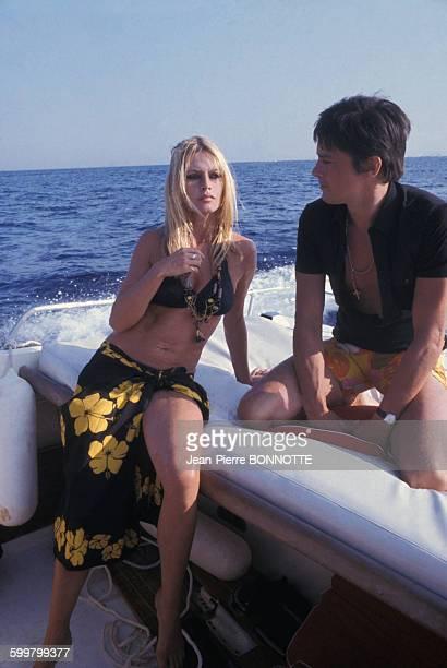 Brigitte Bardot et Alain Delon en bateau à SaintTropez en 1968 en France