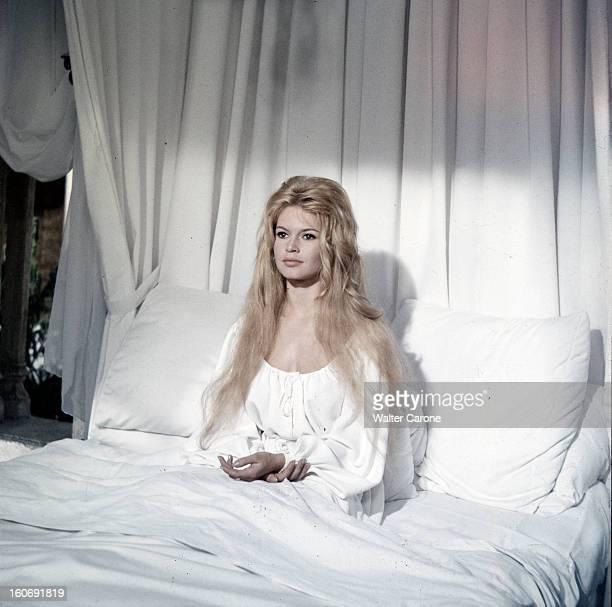 Brigitte Bardot In 'les Amours Celebres' With Alain Delon Tournage du film 'Les amours célèbres' de Michel BOISROND ici le sketch 'Agnès Bernauer'...