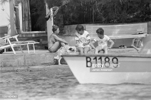 Brigitte Bardot, Jacques Charrier et leur fils Nicolas : le célèbre trio enfin réuni à Saint tropez, dans la maison de la Madrague