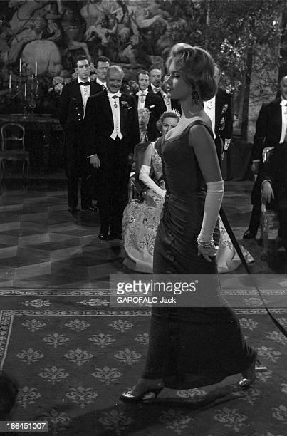Brigitte Bardot Playing In The Film 'Une Parisienne' By Michel Boisrond Le 4 avril 1954 Brigitte BARDOT en robe avec des gants marchant devant Nadia...
