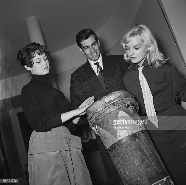 Brigitte Bardot Roger Vadim Isabelle Pia at Marc Allegret at the time of the shooting of film 'Futures vedettes' France 1955