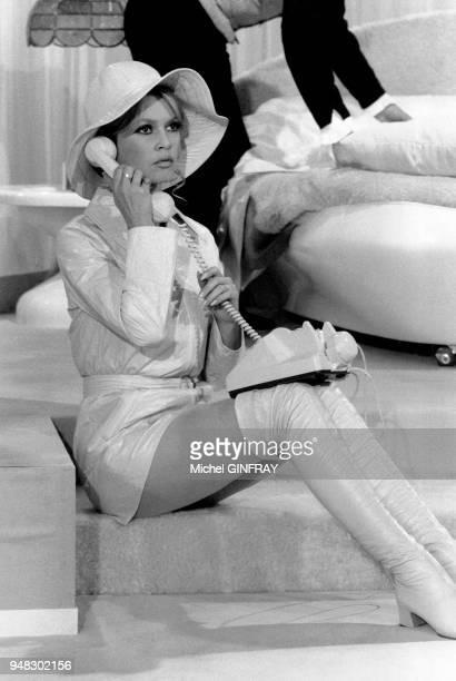 Brigitte Bardot sur le tournage du film 'L'ours et la poupée' de Michel Deville en 1969