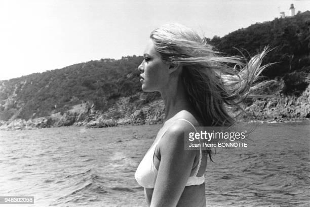 Brigitte Bardot sur son yacht en juillet 1967 à la Madrague SaintTropez France
