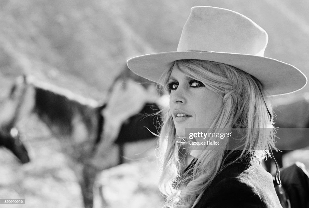 "Brigitte Bardot on the Set of ""Shalaco"" : News Photo"