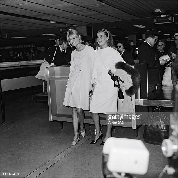 Brigitte Bardot with Jeanne Moreau when she Returns France After The Film Viva Maria in France in May 1965