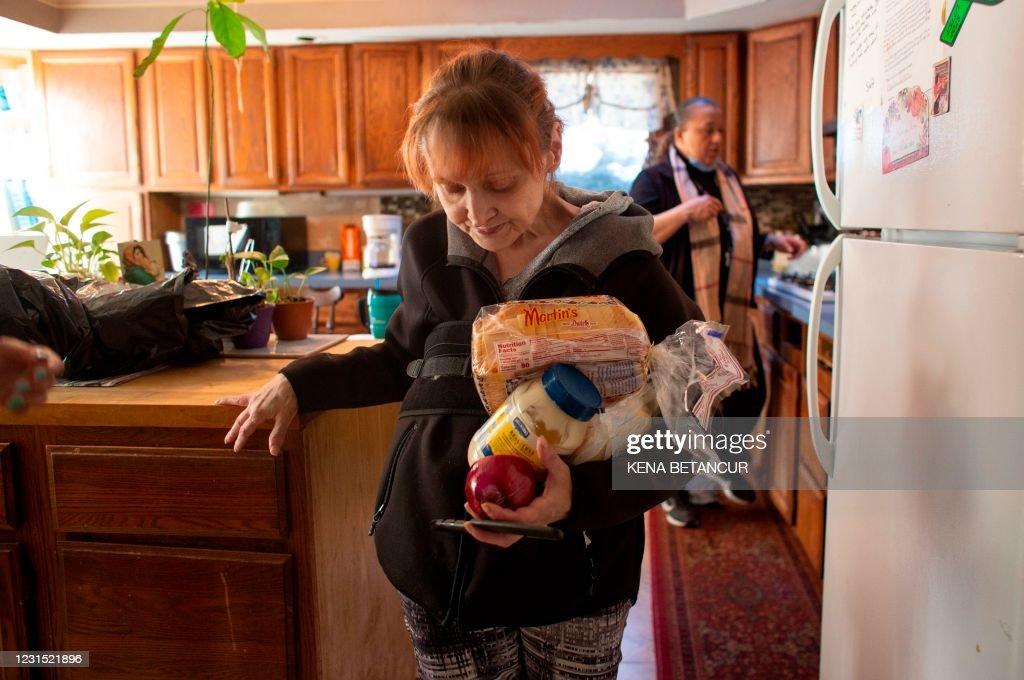US-HEALTH-VIRUS-PANDEMIC-WOMEN-VIOLENCE-CRIME : News Photo