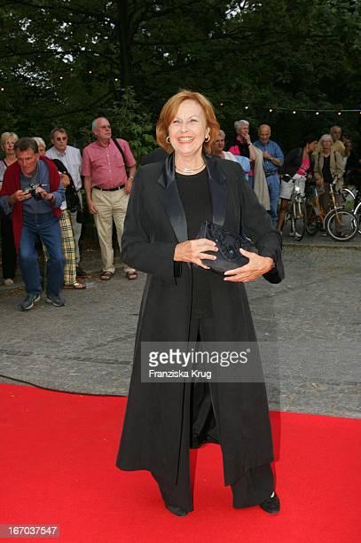 Brigitte Grothum Bei Der Verleihung Des Brisant Brillant Im Tipi Zelt Am Kanzleramt In Berlin Am 030905